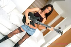 Anaya Leon - A Seriously Hot Rock Chick (Thumb 01)