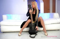 Antonia Deona - A Blonde Rock Chick (Thumb 01)