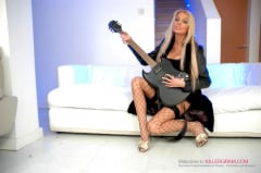 Antonia Deona - A Blonde Rock Chick (Thumb 02)