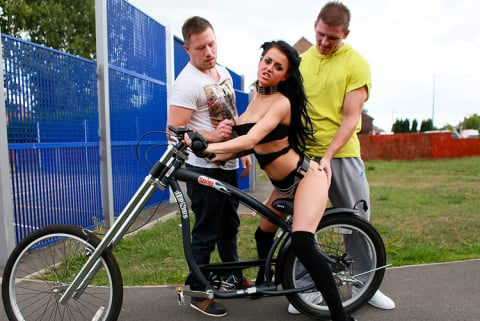 Killergram 'Spitroast The Rider' starring Stacey Lacey (Photo 3)