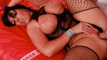 Peaches Delight in 'Kinky MILF Therapy'