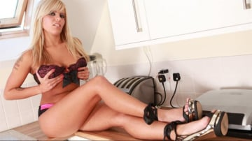 Scarlett March - Hot MILF for The Handyman